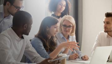 Comunicación en empresas: asertividad y escucha